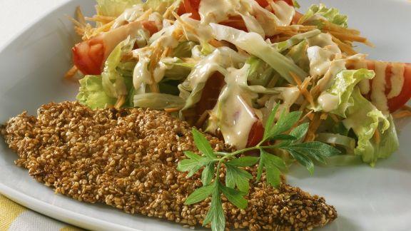 Rezept: Panierte Sesamscholle mit Salat