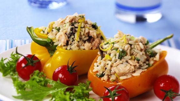 Rezept: Paprika mit Lachs-Reis gefüllt