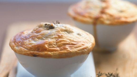 Rezept: Paprika-Mozzarella-Gratin mit Filoteighaube