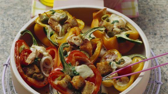 Rezept: Paprikaschoten mit Füllung aus Thunfisch, Brot und Mozzarella