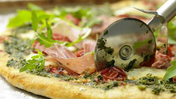 Rezept: Parmaschinken-Pizza mit Rucola