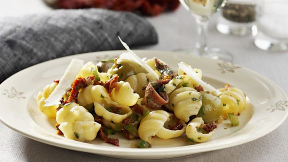 Rezept: Pasta mit Anchovis und Oliven
