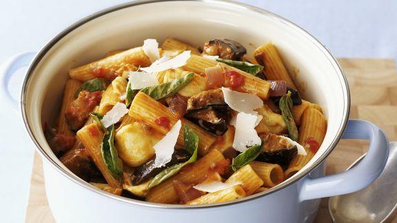 Rezept: Pasta mit Aubergine, Tomaten und Mozzarella