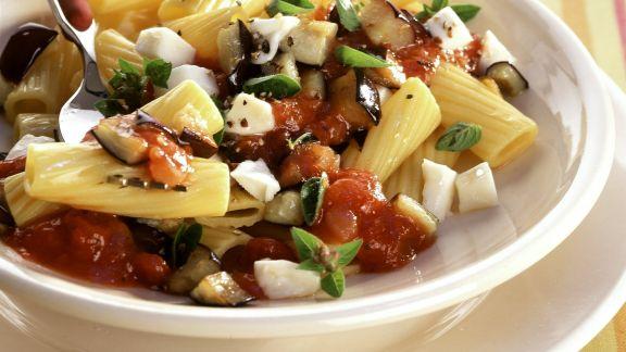 Rezept: Pasta mit Aubergine und Mozzarella
