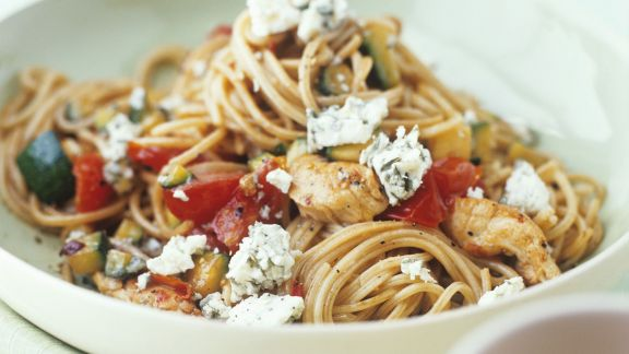 Rezept: Pasta mit Blauschimmelkäse, Hähnchen und Gemüse