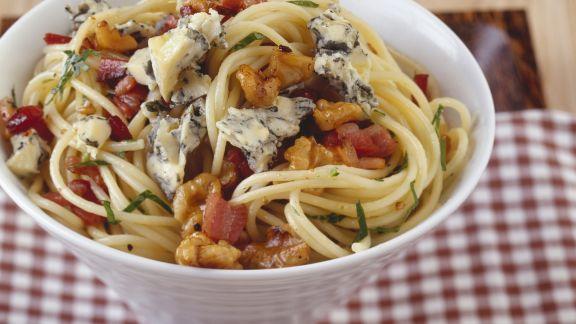 Rezept: Pasta mit Blauschimmelkäse und Walnüssen