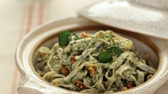 Rezept: Pasta mit Brunnenkresse und Walnüssen
