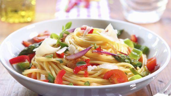 Rezept: Pasta mit bunter Gemüsesoße