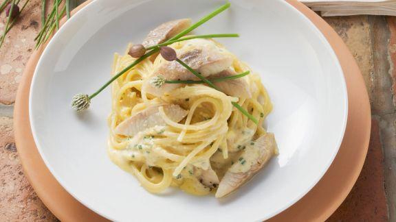 Rezept: Pasta mit Carbonara-Soße und geräuchertem Aal