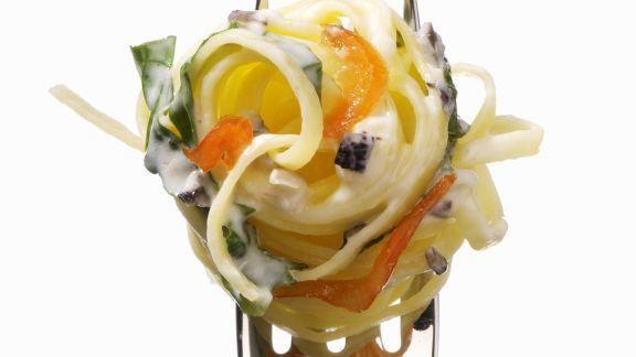 Rezept: Pasta mit Chili-Sahne-Soße und Spinat
