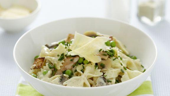 Rezept: Pasta mit Erbsen, Schinken und Ei