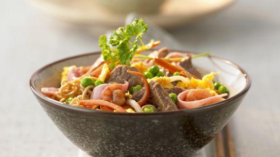 Rezept: Pasta mit Fleisch, Schinken und Garnelen