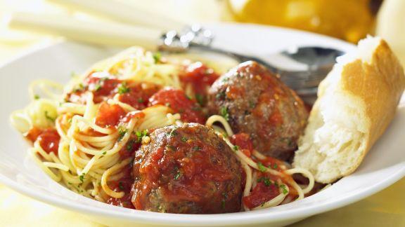 Rezept: Pasta mit Fleischbällchen und Tomatensoße