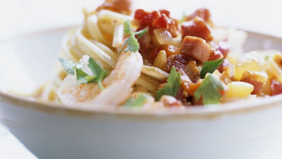 Rezept: Pasta mit Garnelen und Speckwürfeln