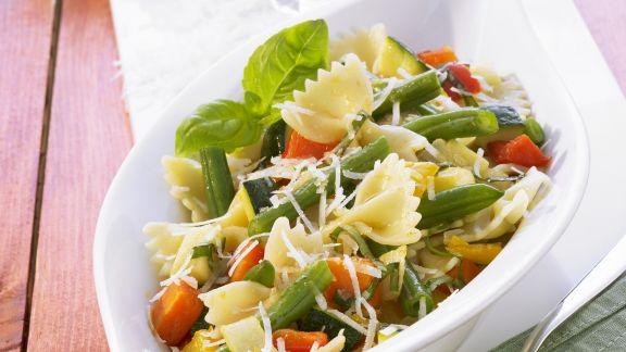 pasta mit gebackenem gem se und balsamico rezept eat smarter. Black Bedroom Furniture Sets. Home Design Ideas