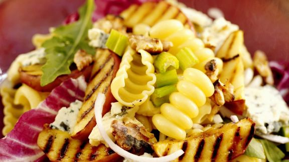 Rezept: Pasta mit gegrillten Apfelscheiben und Roquefort