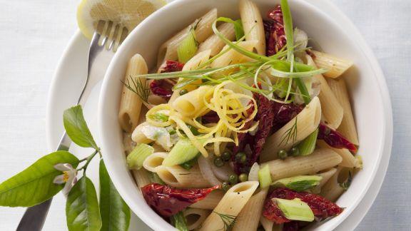Rezept: Pasta mit getrockneten Tomaten und Lauchzwiebeln