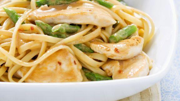 Rezept: Pasta mit grünem Spargel und Sesamhühnchen