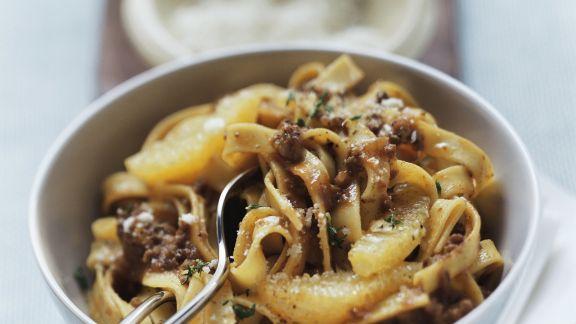 Rezept: Pasta mit Gulaschsoße und Orangen