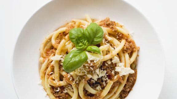 Rezept: Pasta mit Hackfleischsoße und Parmesan