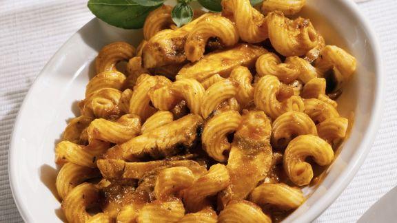 Rezept: Pasta mit Hähnchen-Tomatensoße