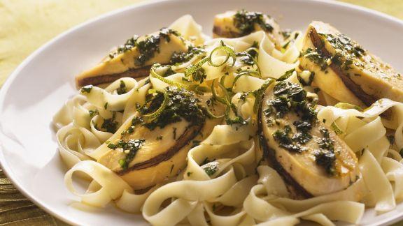 Rezept: Pasta mit Hähnchen und Limetten-Kräuter-Vinaigrette