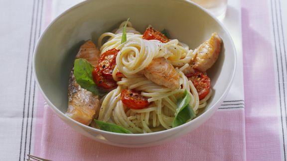 Rezept: Pasta mit Lachsfilet und Cherrytomaten