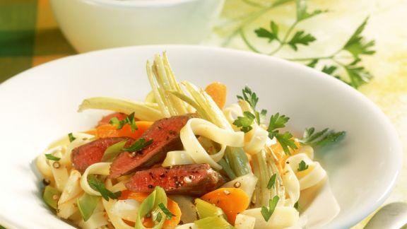 Rezept: Pasta mit Lammfilet und Gemüse