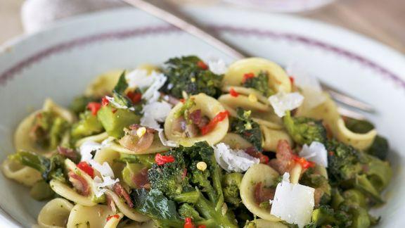 Rezept: Pasta mit luftgetrocknetem Schinken (Pancetta), Brokkoli und Parmesan