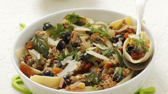 Rezept: Pasta mit Olivensugo, Thunfisch und getrockneten Tomaten