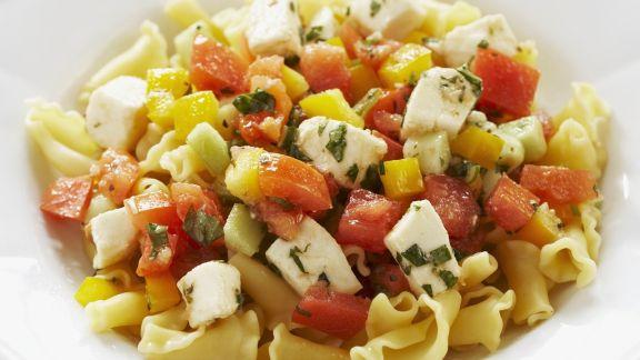 Rezept: Pasta mit Paprika, Tomaten und Schafskäse