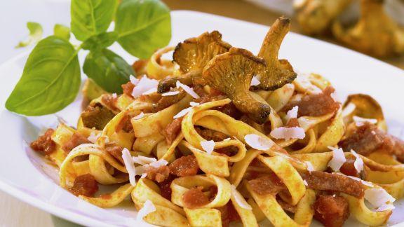 pasta mit pilzen und salami rezept eat smarter. Black Bedroom Furniture Sets. Home Design Ideas