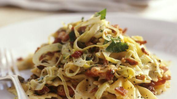 Rezept: Pasta mit Porree, Speck und Kräutern