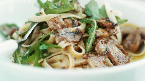 Rezept: Pasta mit Rucola, Champignons und Senfsoße