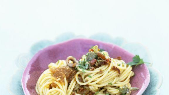 Rezept: Pasta mit Sardellen und Rosinen