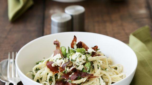 Rezept: Pasta mit Saubohnen, Speck und Minze
