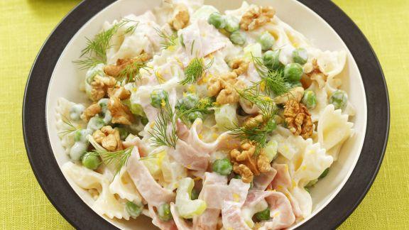 Rezept: Pasta mit Schinken, Erbsen, Sellerie und Walnüssen