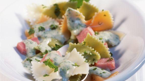 Rezept: Pasta mit Schinken und Kräutersahnesoße