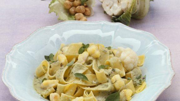 Rezept: Pasta mit Seeteufel und Nuss-Blumenkohl-Soße