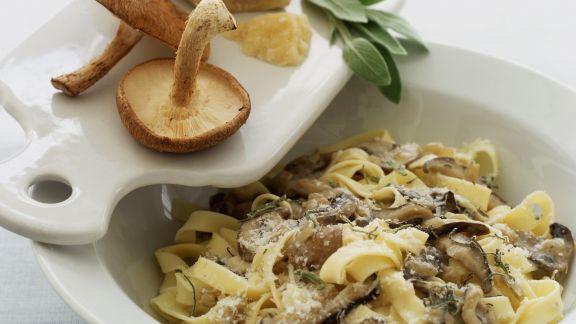 Rezept: Pasta mit Shiitake, Salbei und Parmesankäse