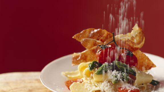 Rezept: Pasta mit Spargel, Schinken und Parmesan