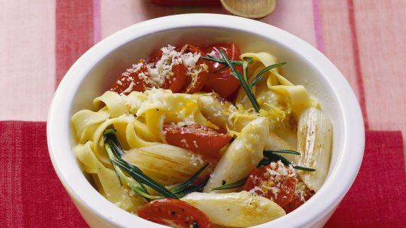 Rezept: Pasta mit Spargel und Tomaten