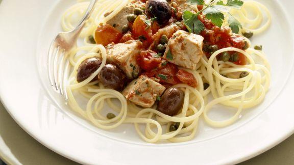 Rezept: Pasta mit Thunfisch-Tomatensoße und Oliven