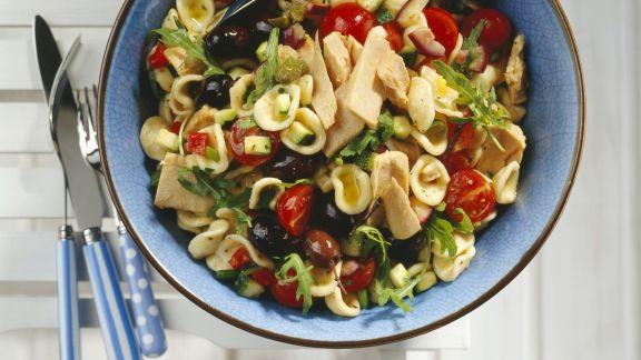 Rezept: Pasta mit Thunfisch und sommerlichem Gemüse