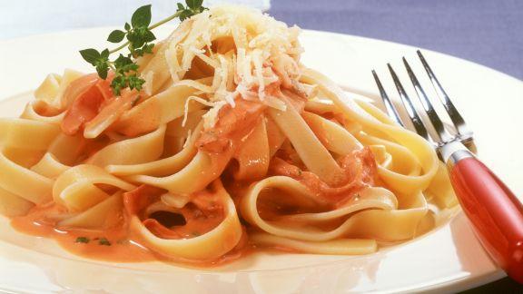 Rezept: Pasta mit Tomaten-Schinken-Soße
