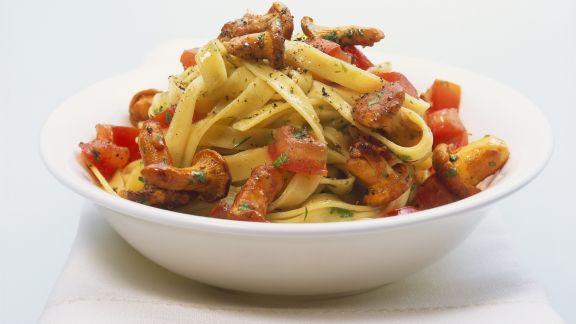 Rezept: Pasta mit Tomaten und Pfifferlingen