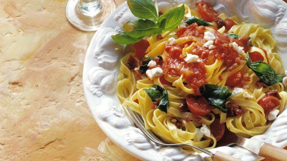 Rezept: Pasta mit Tomaten und Ziegenkäse