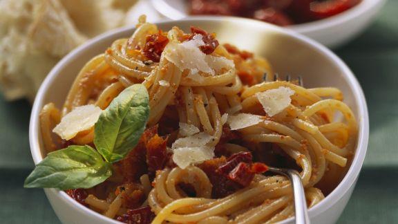 Rezept: Pasta mit Tomatensoße und getrockneten Tomaten