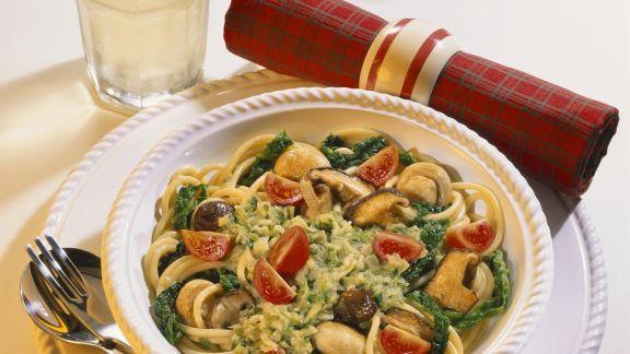 Rezept: Pasta mit Wirsing, Pilzen und Tomaten