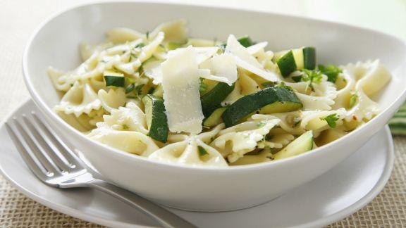 Rezept: Pasta mit Zucchini und Parmesan